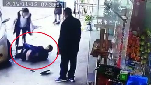太狠了!2男子因取快递起争执互殴 1人竟驾车冲撞对方