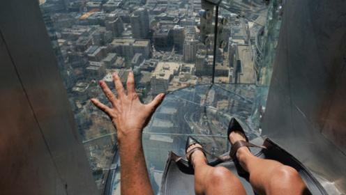 世界上最刺激滑梯,从300米高空往下滑,游客落地不敢尝试第二次