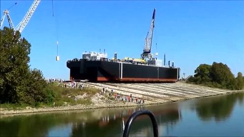 刚造好的巨轮是如何下水的?提前修好轨道,轮船就直接滑入水中