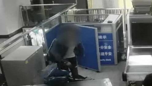 一脚踹翻安检设备!男子乘地铁暴力拒检损坏设备被拘20日