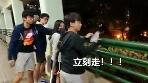 暴徒在天桥上张望,香港霸气大叔怒斥驱赶:有学生不做去做哨兵