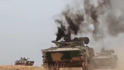 解放军实兵对抗激烈斗法:红军装甲车惨遭击毁后成功端掉蓝军据点