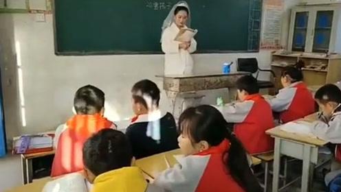 最美教师!新婚之日河南一女老师穿婚纱上课 只为不耽误学生课程