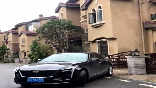 这一看就是有钱人住的高档别墅,开辆凯迪拉克都觉得掉价!