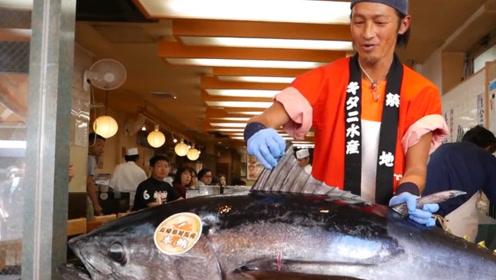 老师傅秀技艺,500斤大鱼速度生切快斩,鱼肉像黄油一样完美