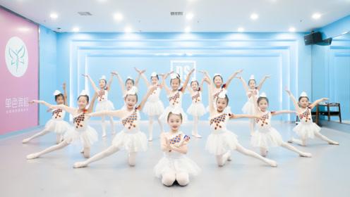 真是太有范儿了!小朋友们齐跳中国舞,简直气势如虹