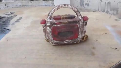 磁带录音机现在很少见,会修好它的人绝对不简单!