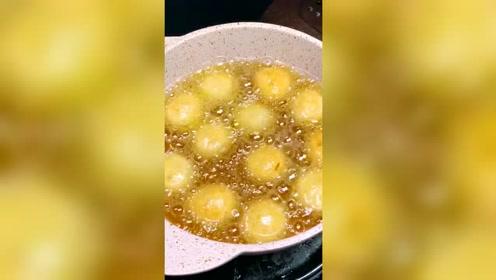 番茄丸子汤美食小吃, 做出的丸子香嫩劲道,请问你吃过吗