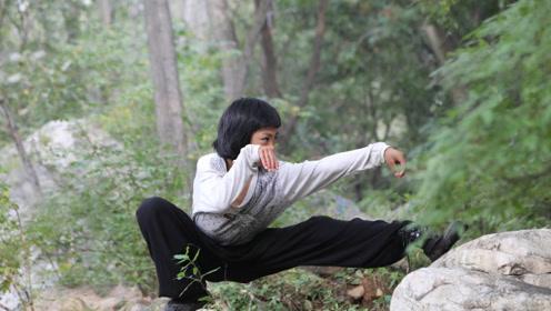 13岁的小武痴!早早辍学隐居大山拜师学艺!村民:他师父不会武术