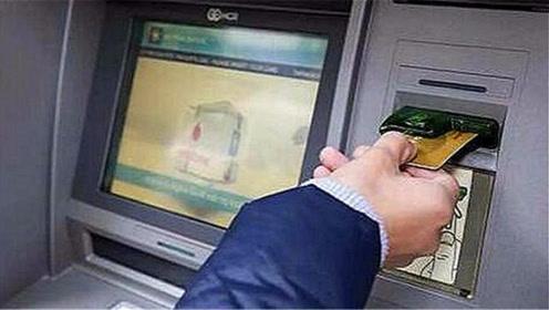 银行卡被吞了怎么办?只需一个简单操作,银行卡自动退回,都看看
