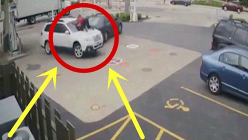 辣妹加油站遭遇悍匪劫车,妹子瞬间跳上引擎盖,下秒太霸气!