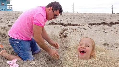 女儿太调皮,竟挖个坑把自己埋了?爸爸看到后蒙圈了