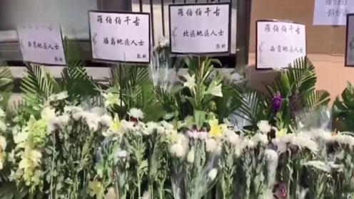 现场:香港市民自发悼念70岁遇难老人