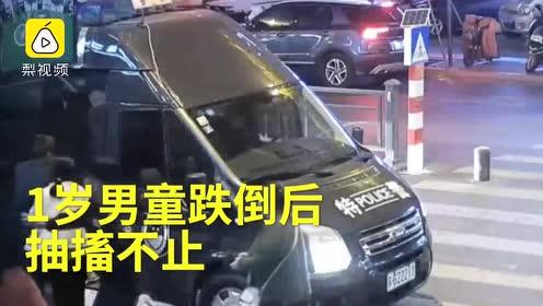 跑赢死神!1岁男童跌倒抽搐不止,警车狂奔送医刷爆网络