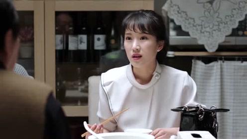 苏明成:刚给你一万二你还要钱?苏大强:丽丽你觉得呢!