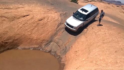 开车遇到一个大水坑,路虎车主偏要前行,接下来的画面让人很担心