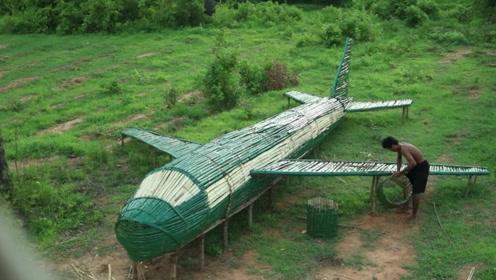 野外小哥敢想敢做,用最简单的材料制造出一架飞机,还原度很高