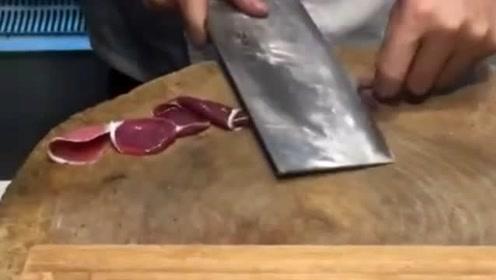 这刀工真是厉害了,作为一个鸡胗被切成这样,也是值了