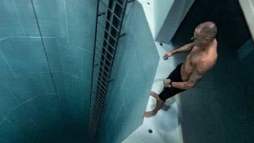 揭秘世界上最深的泳池,牛人打破无装备潜水纪录,40米全靠一口气
