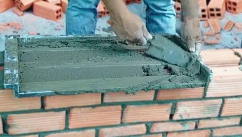 超牛的建筑工具和技巧,往前一推就能修完一面墙,全程舒爽