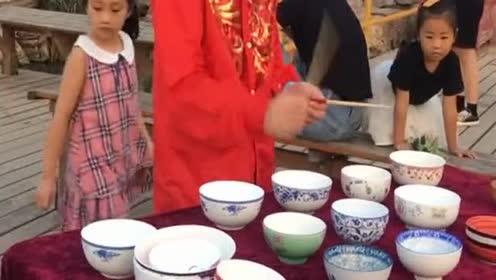 一双筷子外加几个碗!居然能奏出这么好听的音乐!服气