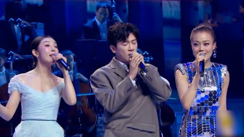 太可爱!苏有朋与容祖儿同台演唱,苏有朋西服像偷穿了大人衣服