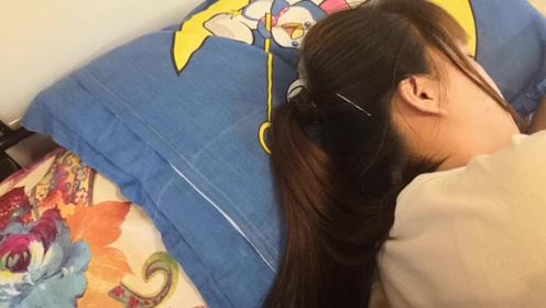 睡觉时,头发披着还是绑着好?很多人都做错了,难怪头发大把掉