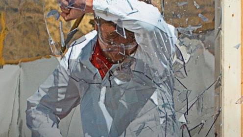 老外挑战撞玻璃实验,结果轻松撞碎,换个中国产的就尴尬了
