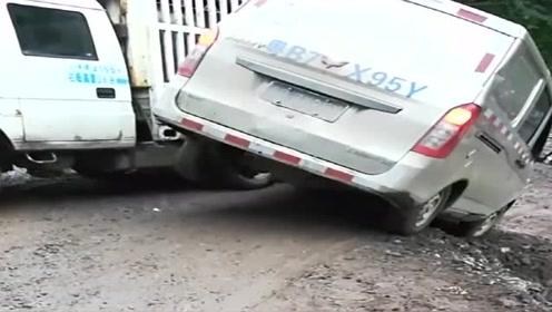 五菱神车司机技术真牛,什么路都敢过,丝毫不带怂的!