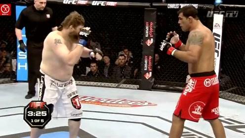 "UFC重量级""大肚佛""经典战,一出场就火力全开!"
