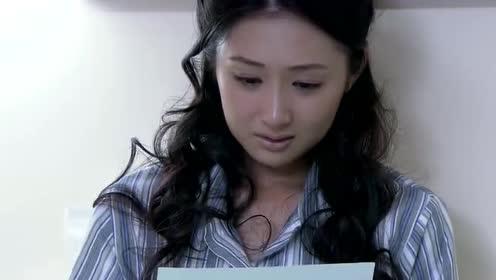 女孩在病床上!含泪签下离婚协议书!表情让人心疼!