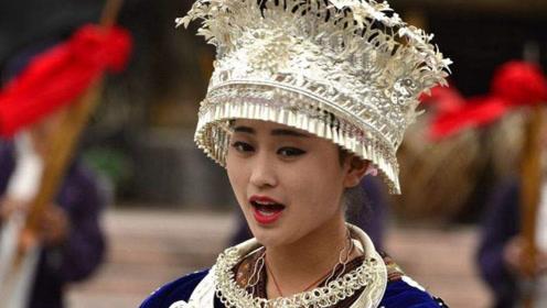 """苗族姑娘:我们的银饰又美又便宜,怎么没人买?游客透露""""猫腻"""""""