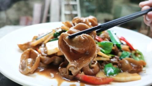 农家小院的家常菜:酸笋炒猪大肠,嫩滑无异味,好吃到停不下来