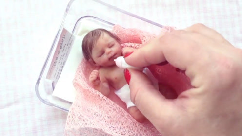 世界上最小的婴儿,仅有一拇指之大,简直萌得不要不要的!