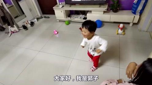 宝宝是家里的开心果,看到玩具跳舞也跟着学,舞姿不服不行!