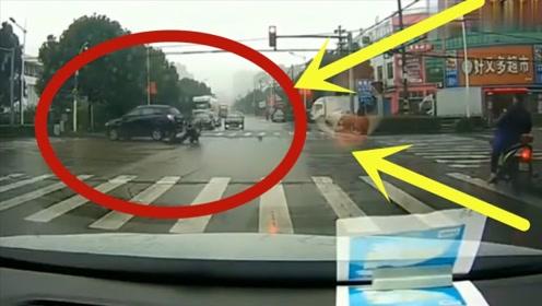 十字路口发生惨烈车祸,坐轮椅强行闯红灯,结果当场失去生命!
