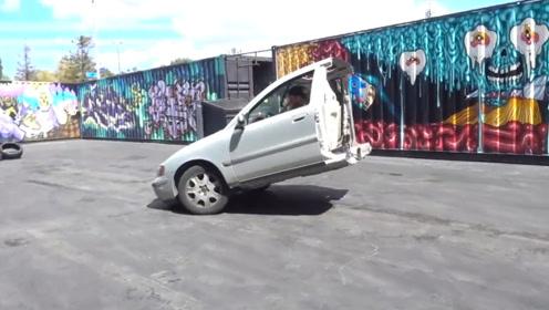 小伙突然想学汽车倒立,为省劲把汽车切两半!