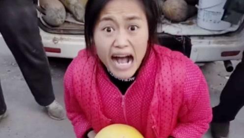 离婚女子集市癫狂卖水果,为生活改变性格,背后无尽心酸!