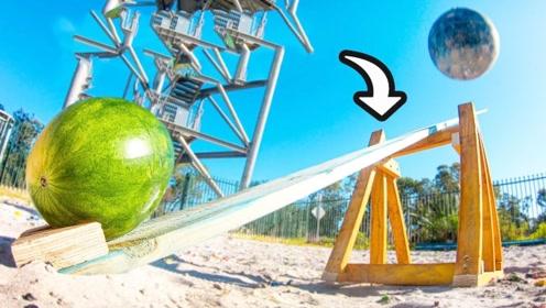 45米高空丢下一个破坏球,能否将西瓜砸飞?下一秒意外了!