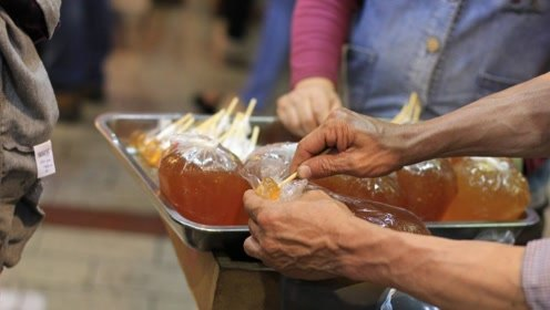 印度街边小吃现做现卖 看着累人殊不知一天能卖100斤