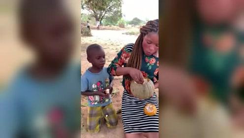非洲的肯尼亚,当地正宗南瓜饭,有钱人才能吃得起!