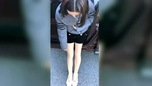东北的冬天老婆出门居然光腿穿瓢鞋,不冷吗?