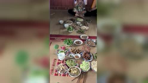 第一次来越南朋友家做客,饭菜上桌那一刻,恕我直言,真下不去嘴