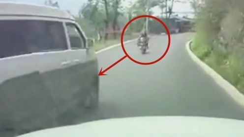 视频车司机自带预警功能,幸好及时让道