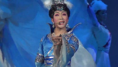 李玉刚不愧是女装第一人,演唱的这首《鸿雁》,开口竟不输腾格尔