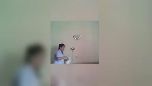 老人被送养老院状况恶化 秘密摄像头拍下可怕一幕