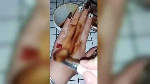 非洲黑手终于有救了,撕下这个手膜也能变白白嫩嫩的