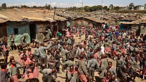 """非洲陷入""""婴儿危机"""",贫穷母亲用可乐喂养婴儿,背后原因不可想象"""