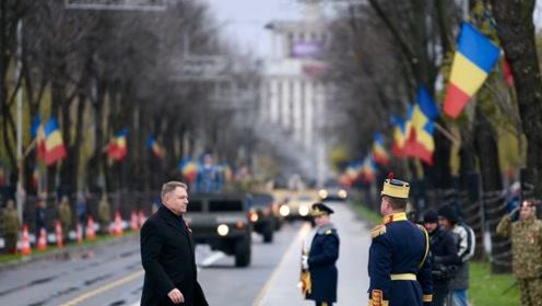 罗马尼亚第101个国庆节阅兵,多种武器开上街头
