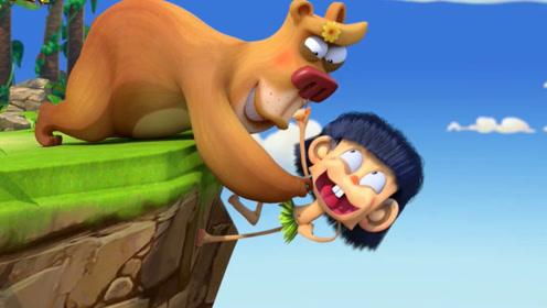 小男孩和朋友打闹,不小心遇到危险,朋友用特殊办法救他!